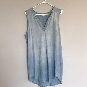 Long sleeveless shirt